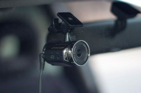 FineVu CR-500HD на лобовом стекле