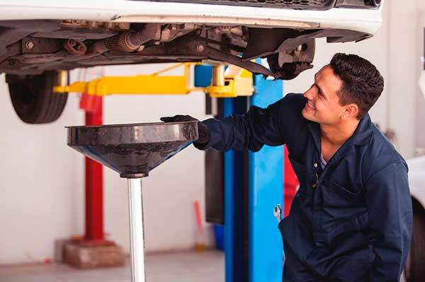 Замена масла в двигателе Renault Logan
