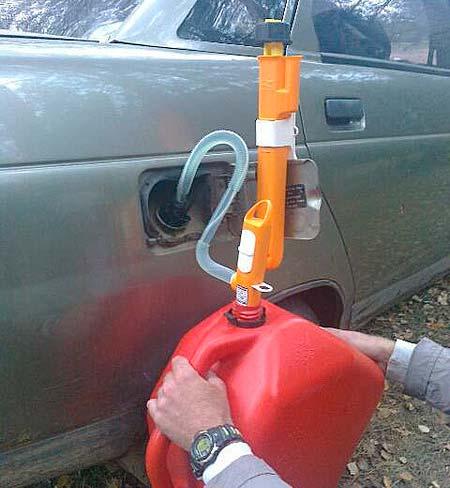 Как слить бензин из бака отечественных авто и иномарок