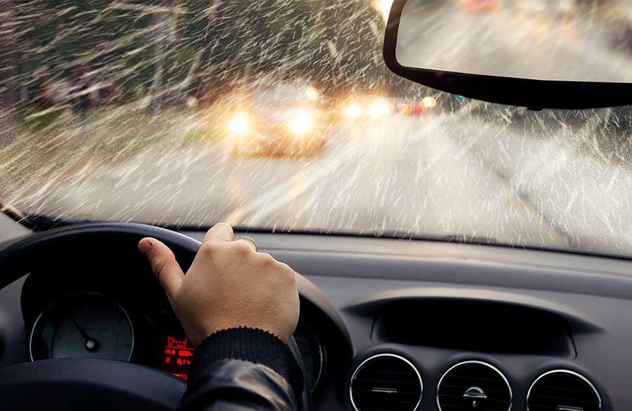Как управлять авто в осеннюю погоду