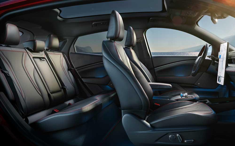 Ford Mustang Mach-E – новый электрический кроссовер от именитого бренда